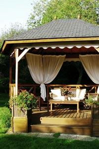 Декор места отдыха на дачном участке