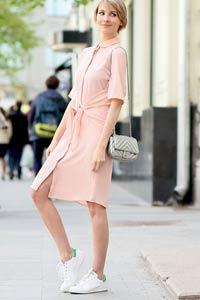 Какие кроссовки можно носить с платьем?