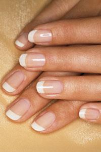 Причины появления пятен и вертикальных бороздок на ногтях
