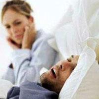 Спать рядом с храпящим вредно для здоровья
