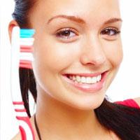 Народные советы: как избавиться от желтого зубного налета