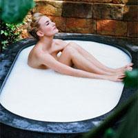 Домашний SPA-уход за кожей: оздоровительные молочно-медовые ванны