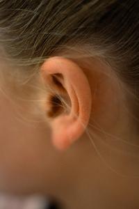 Причины снижения слуха и методы коррекции тугоухости