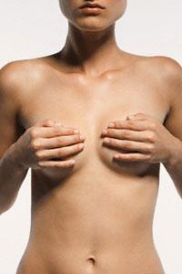 5 самых распространённых мифов об увеличении груди