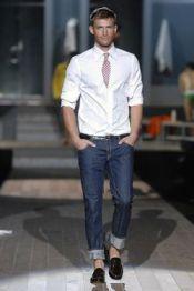 Еще один модный тренд мужской моды - это спортивный стиль, который становится...